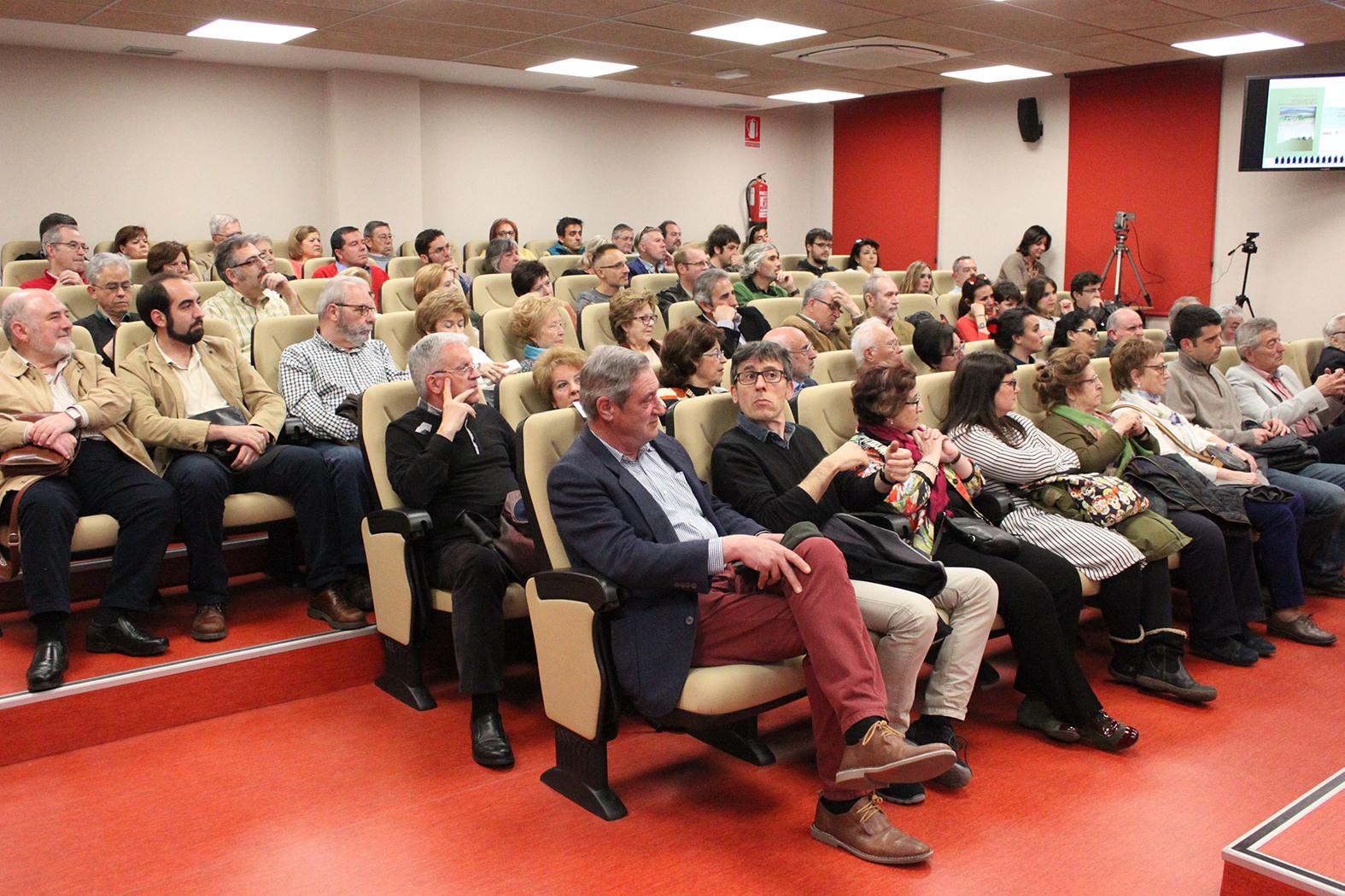 Público asistente a la presentación del libro.
