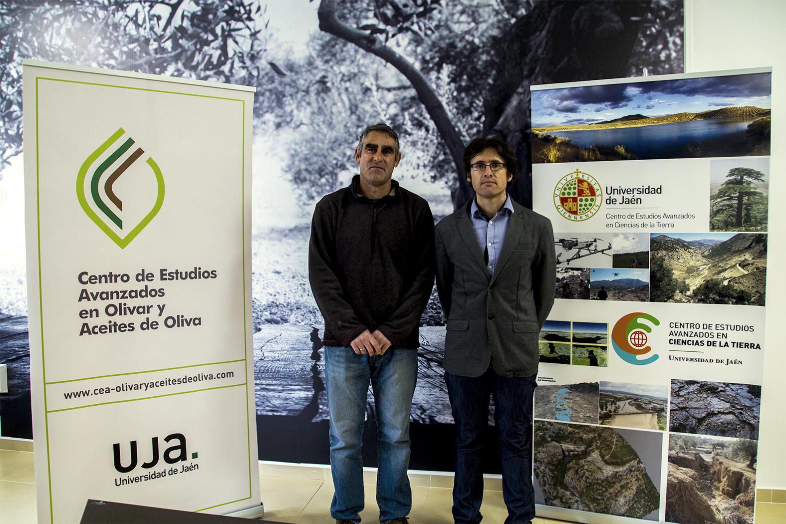 Roberto García, a la izquierda, junto al investigador Julio Calero, del Centro de Estudios Avanzados en Ciencias de la Tierra.